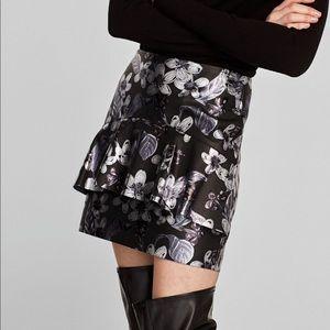 NWT Size L Zara Floral Faux Leather Mini Skirt